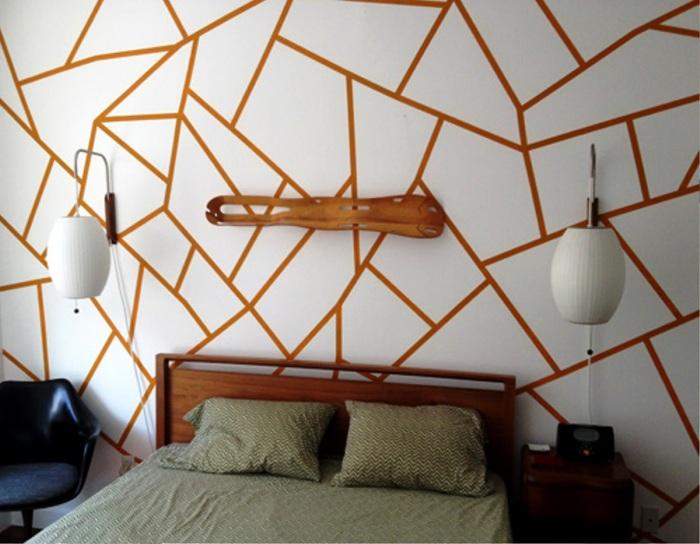 Хаотичная геометрия на стене.
