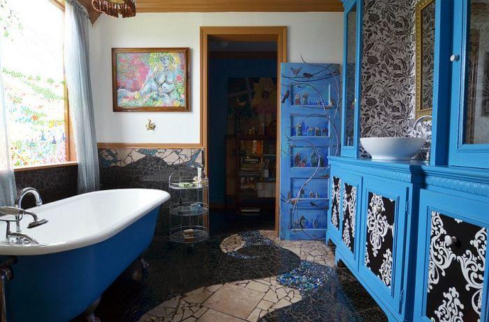 Интерьер ванной комнаты в эклектичном стиле.