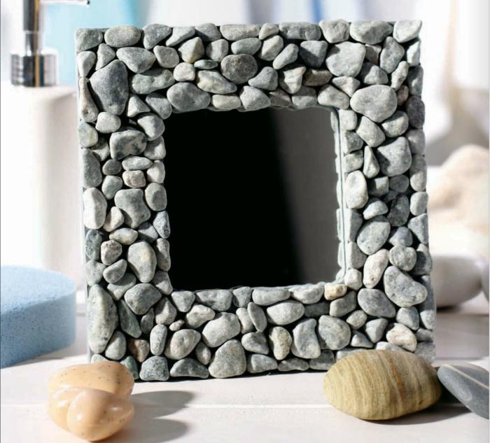 Каменная рамка для зеркала.