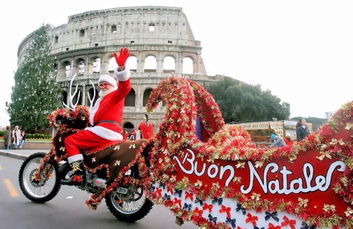 Красный - любимый цвет итальянцев во время новогодних праздников.