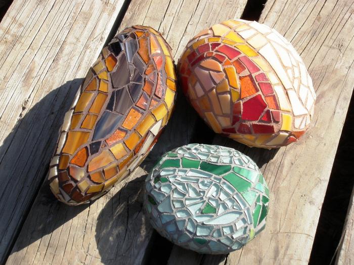 Камни как основа для мозаики.