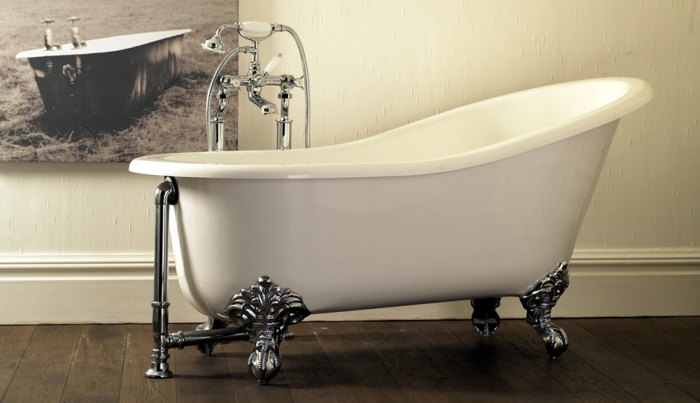 Роскошная ванна на необычных ножках.