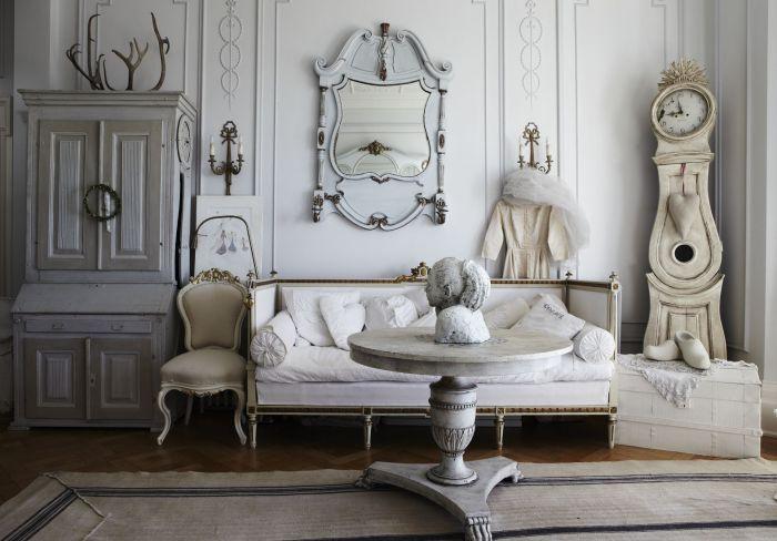 Різноманіття відтінків білого в романтичному інтер'єрі.