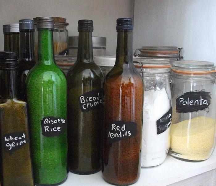 Бутылки пригодятся на кухне.