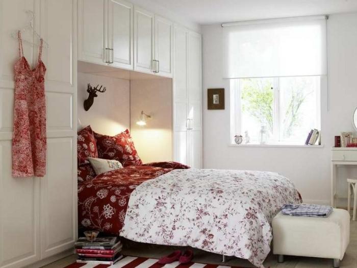 Бело-красная спальня.
