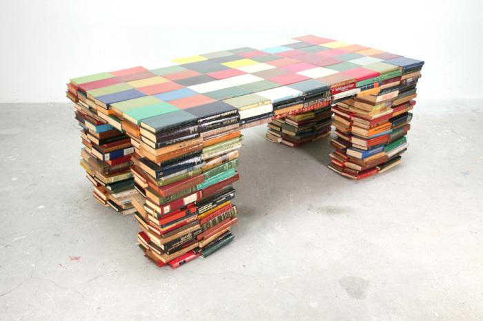 Письменый стол из старых книг.