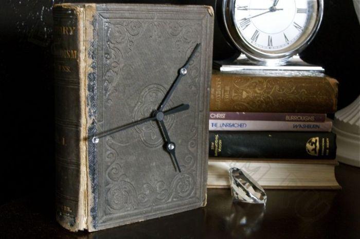 Часы в ретро-стиле.