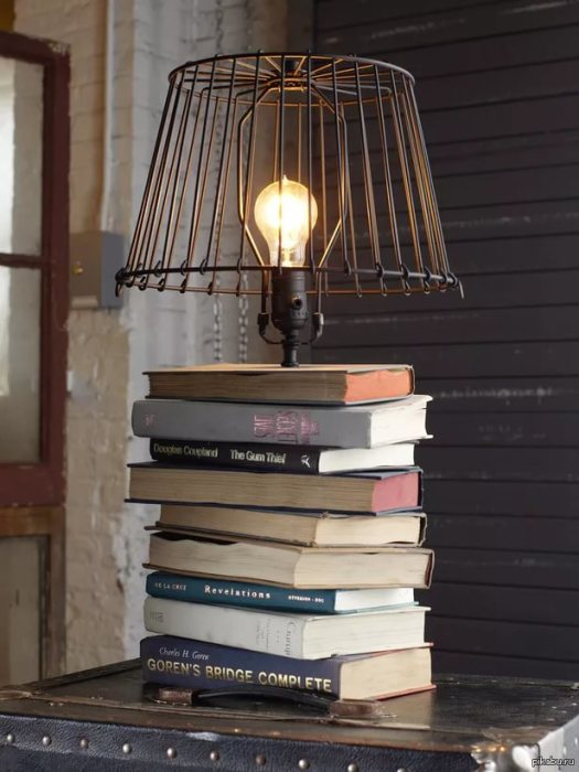 Эффектная подставка для лампы.