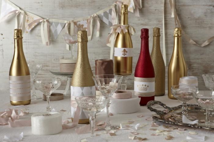 Сверкающий декор новогоднего шампанского.