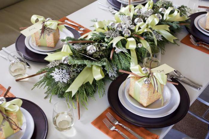 Главный мотив оформления повторяется в декоре тарелок.