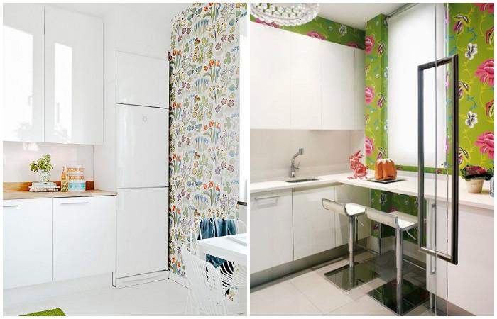 Яркие обои в интерьере белой кухни.