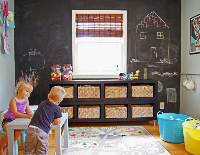Дети обожают доски для рисования.