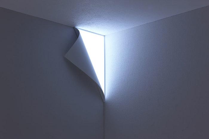 Настенный угловой светильник.