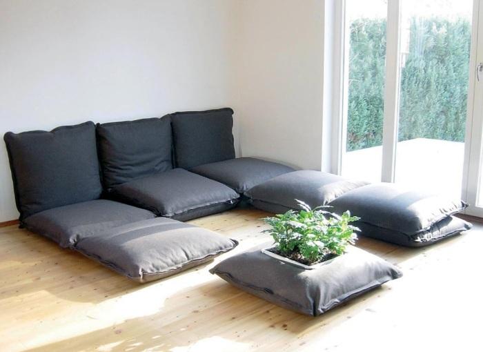 Мебель из подушек.