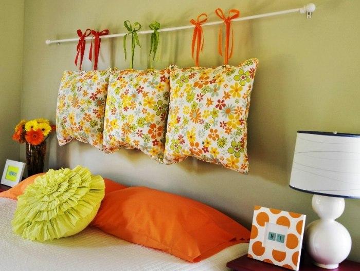 Подушки для оформления спальни.