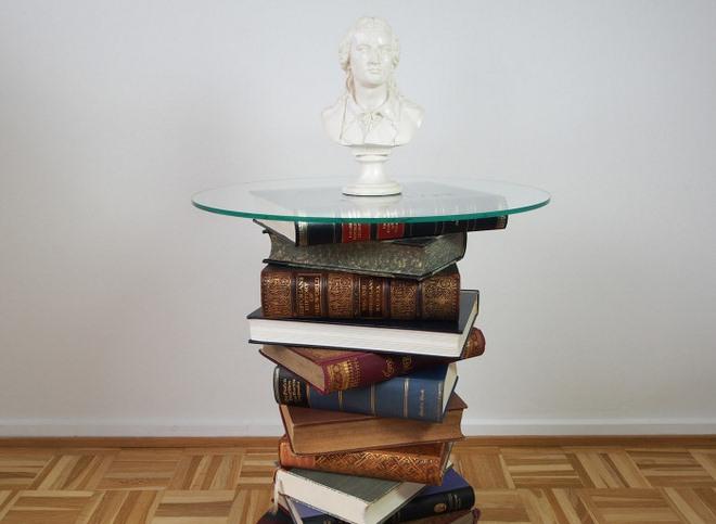 Элегантный мини-столик.