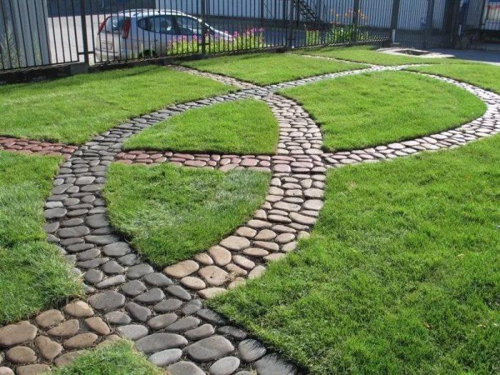 Садовая дорожка необычной формы.