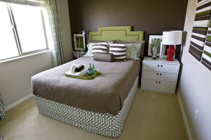 Гармоничный интерьер маленькой спальни.