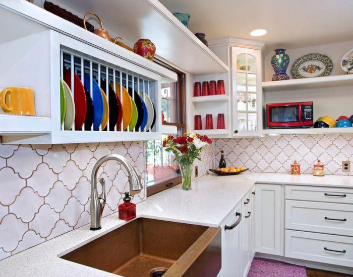Оригінальна посуд замінює декор.