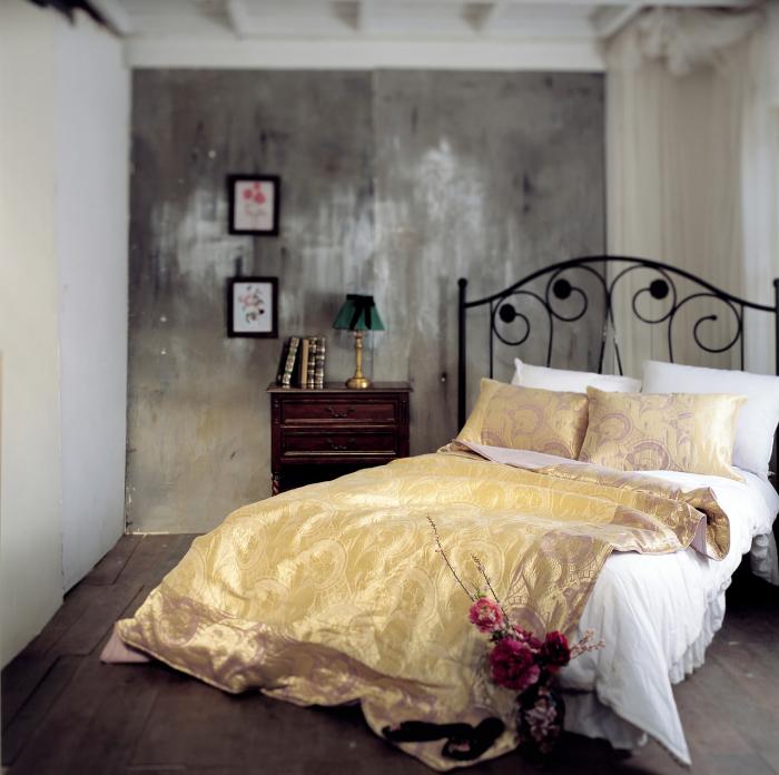 Экстравагантный интерьер спальни.