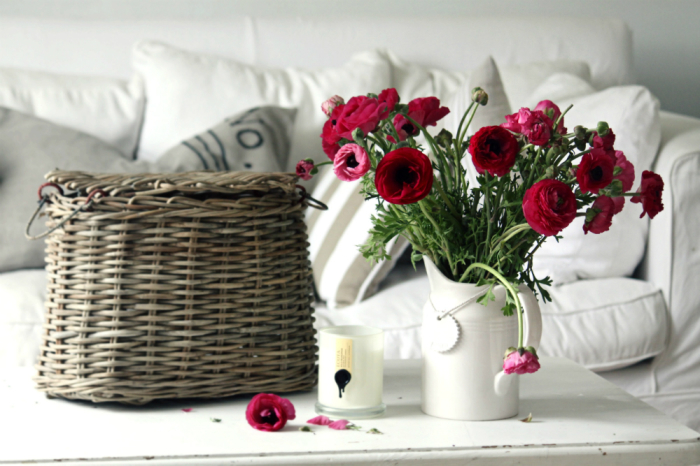 Цветы в кувшине.