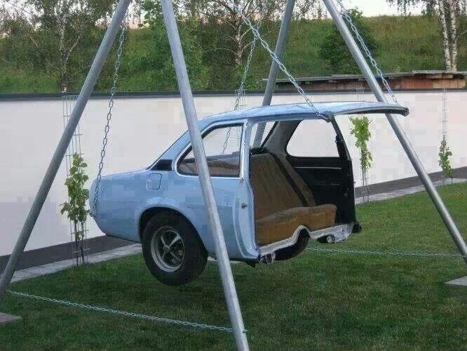 Качели из старого автомобиля.