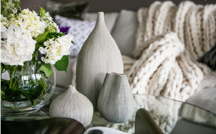 Чем разнообразнее текстуры в интерьере гостиной - тем лучше.