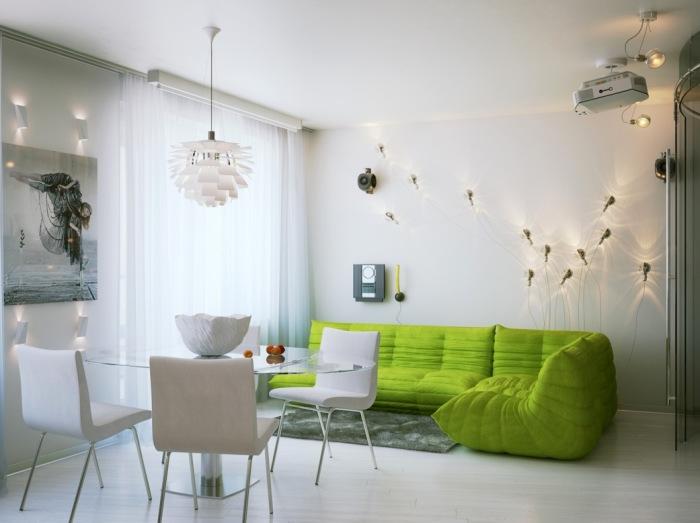 Нестандартная система освещения преображает маленькую квартиру.