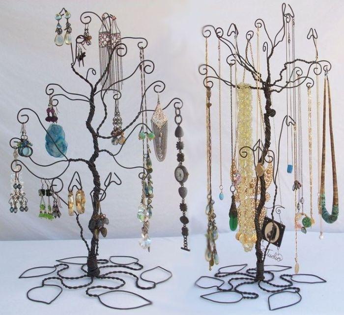 Дерево из металлической проволоки для бижутерии.
