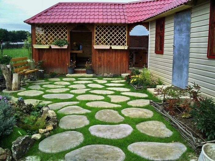 Необычный газон из камней.