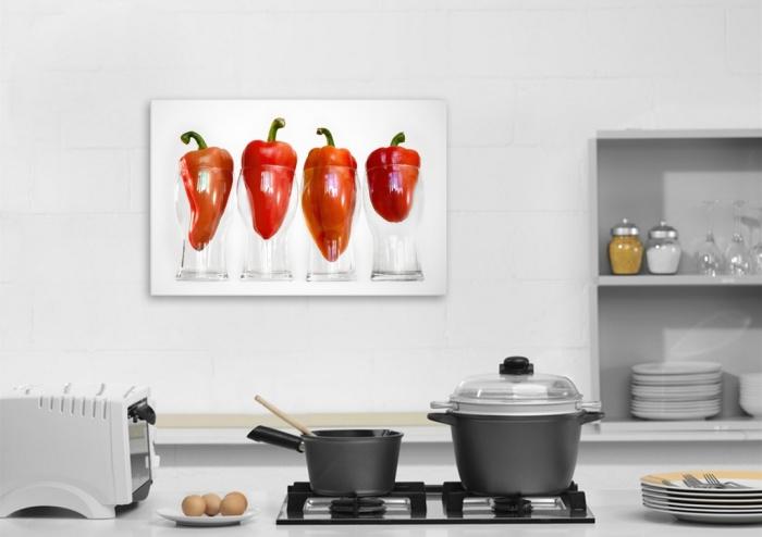 Постер украшает маленькую кухня, не занимая места.