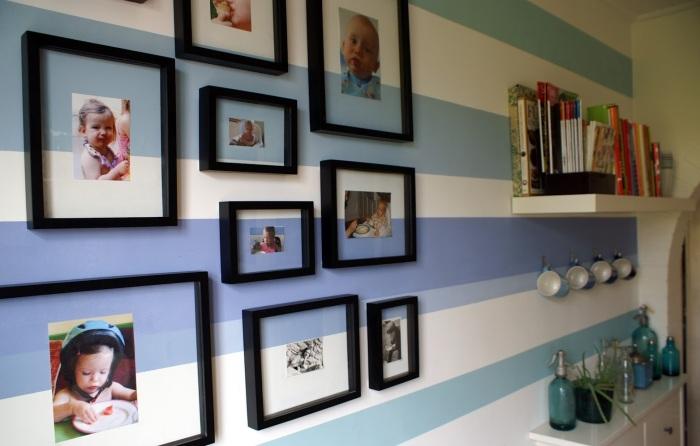 Необычное оформление фото на стене.