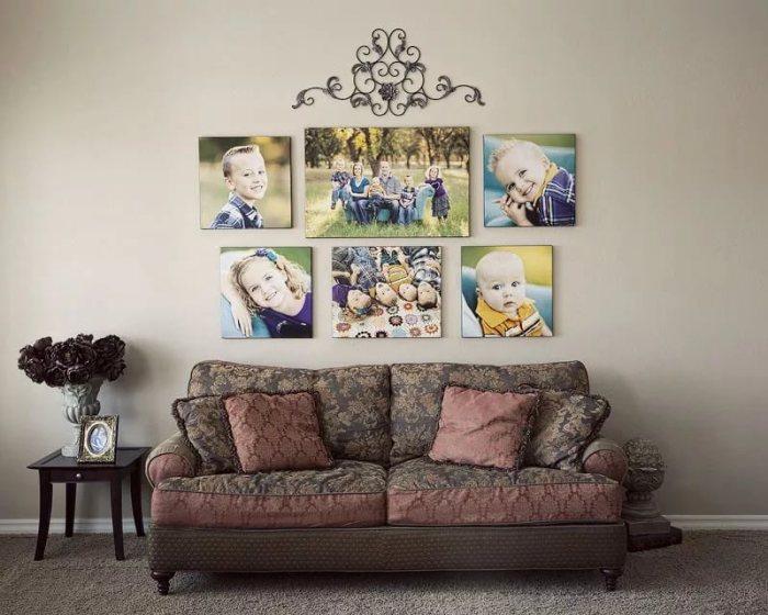 Рисунок над фото на стене.