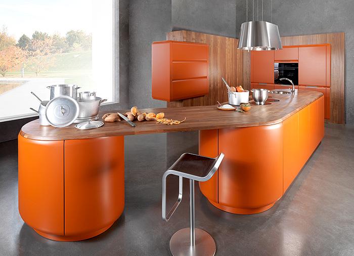 Дизайн кухни в тыквенном цвете.