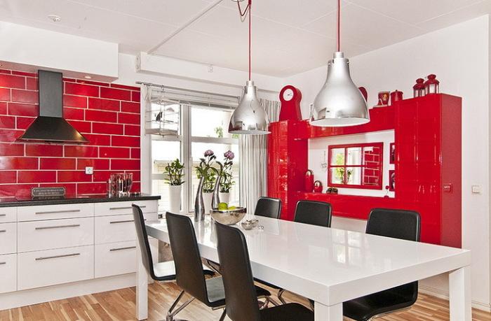 Бело-красная кухня.