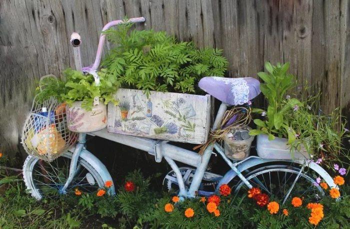 Цветник из велосипеда.