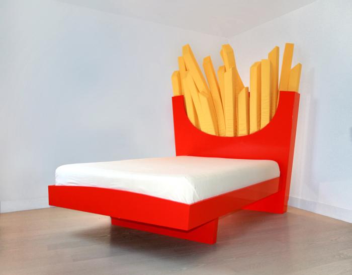 Кровать в виде картошки-фри.