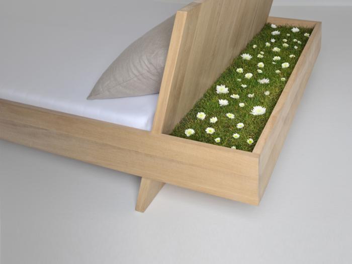 Кровать с мини-газоном.