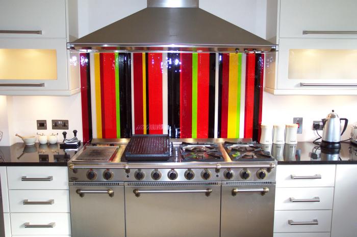 Яркий кухоный фартук.