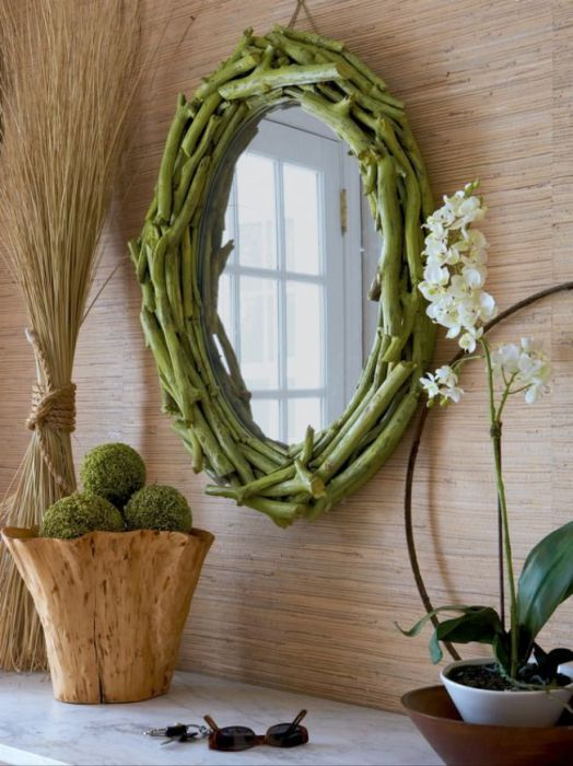 Декор зеркала в эко-стиле.
