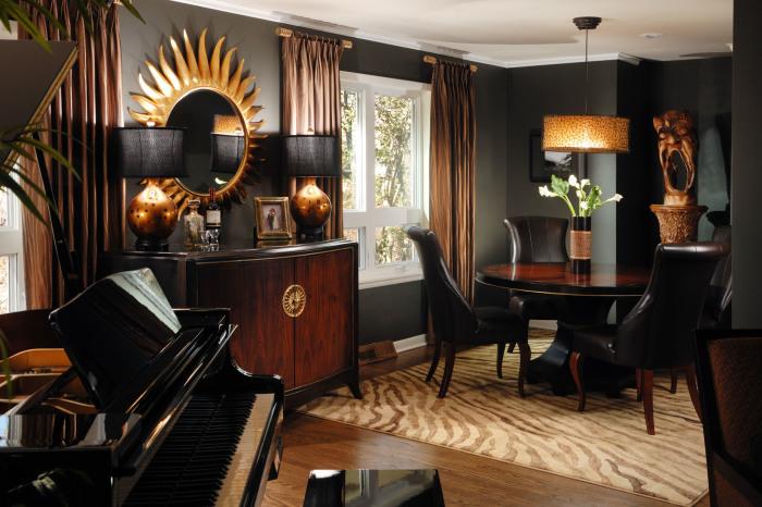 Чорний з коричневим і золотим в інтер'єрі.