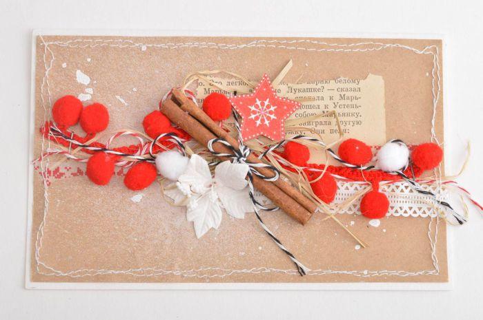 Палочки корицы в декоре открытке.