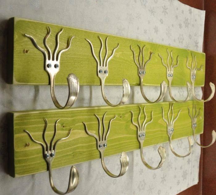 Оригинальная вешалка из столовых приборов.