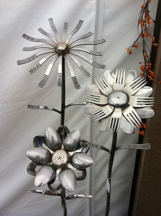 Цветы из столовых приборов.