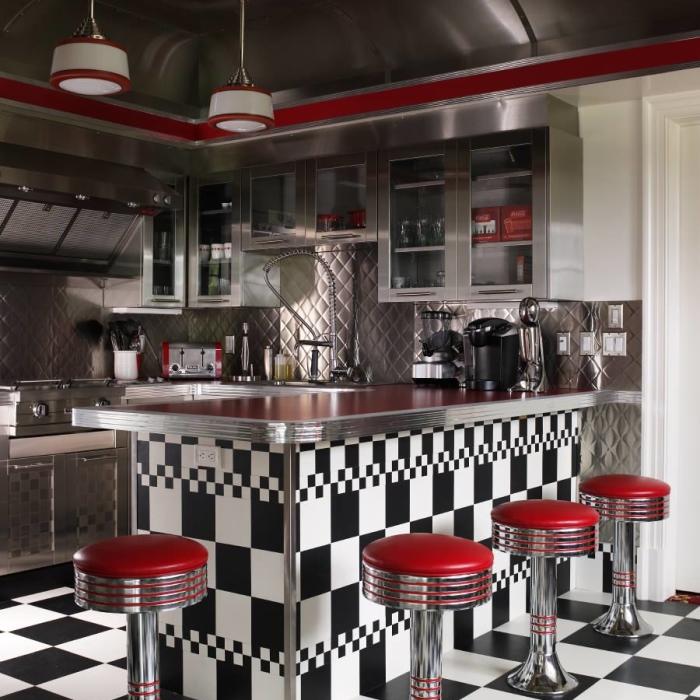 Інтер'єр кухні в стилістиці ретро-кафе.
