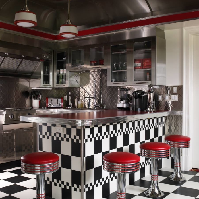 Интерьер кухни в стилистике ретро-кафе.