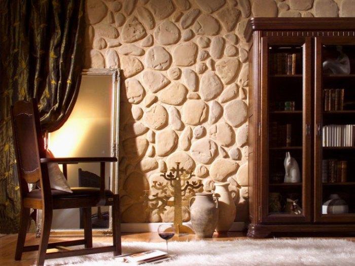Необычный камень в отделке стен.