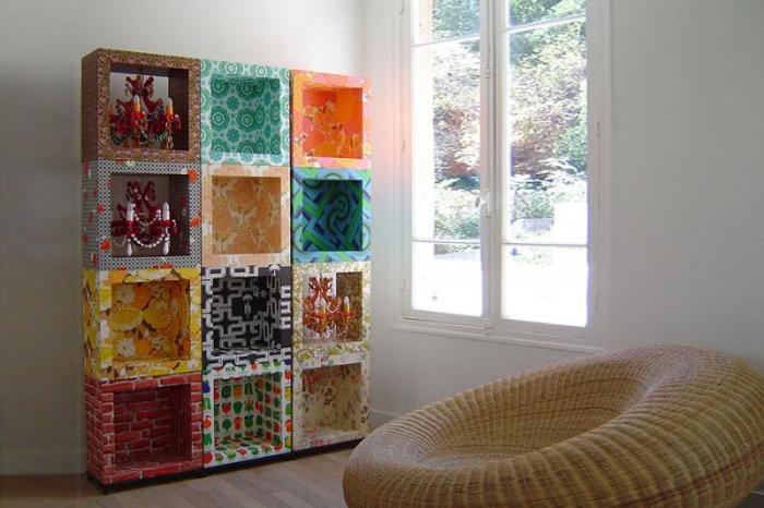 Декор самодельной полки текстилем.