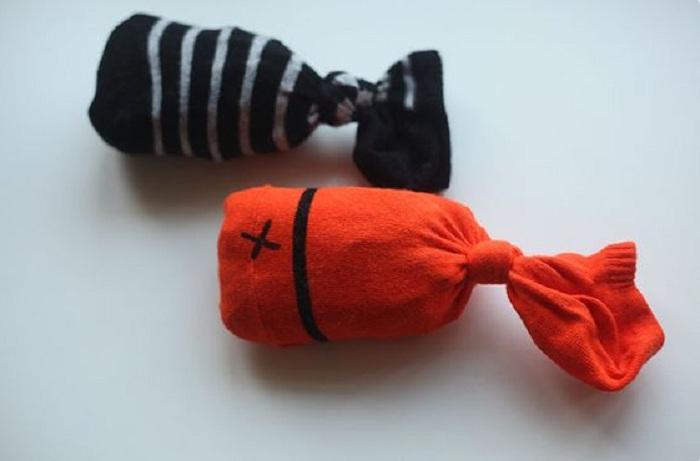 Игрушки из детских носков.