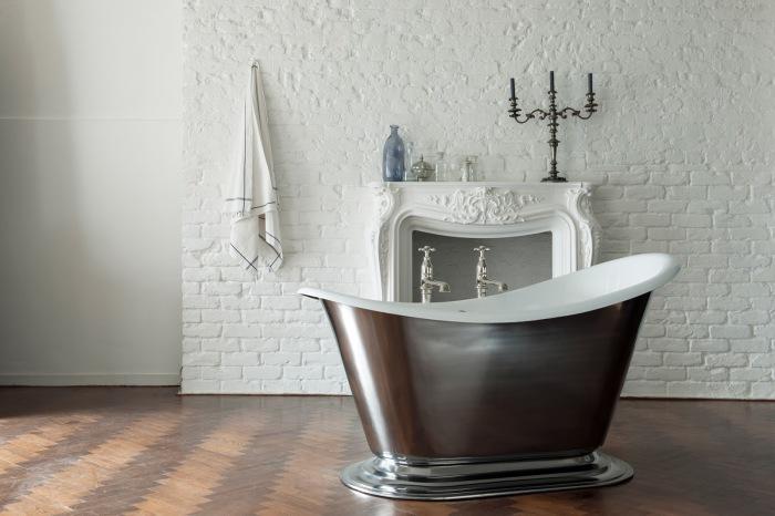 Металлическая ванна.